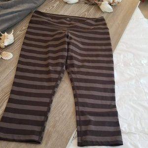 2/$50🌊3/$60 Nike DryFit Striped Capri
